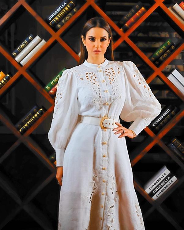 الأكمام المنفوخة هي الصيحة الأبرز لهذا الموضة… اعرفي كيف ترتدينها هنا