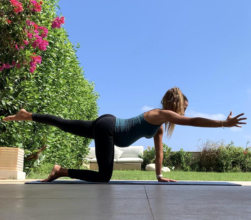بالصور: 10 تمارين يوغا لتخفيف آلام الحمل واستعادة ليونة العضلات