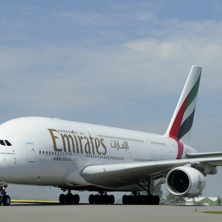 أكبر طائرة في العالم بقيادة طاقم نسائي كامل