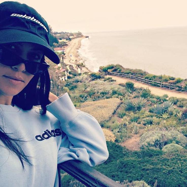 كورتني كاردشيان تقضي عطلة استثنائية في مصر