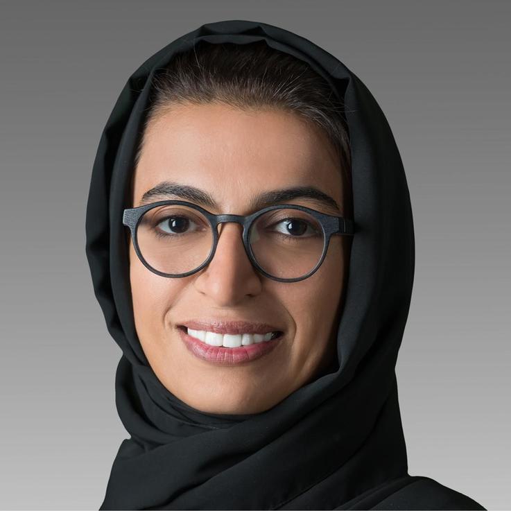 بمناسبة يوم المرأة الإماراتية: المرأة الإماراتية ساهمت في تغيير النظرة إلى الدور النسائي