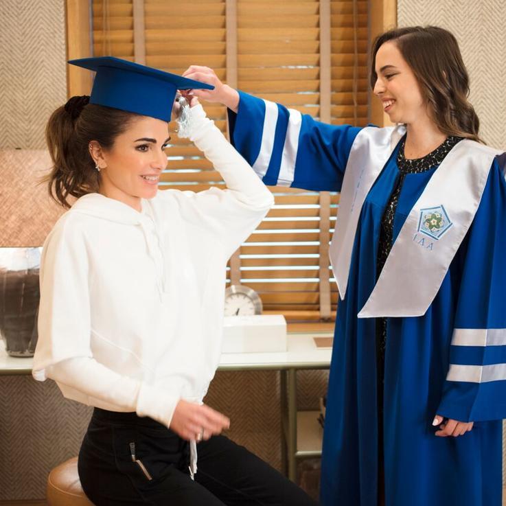 الملكة رانيا تحتفل بتخرج ابنتها الأميرة سلمى بصور وكلمات معبرة