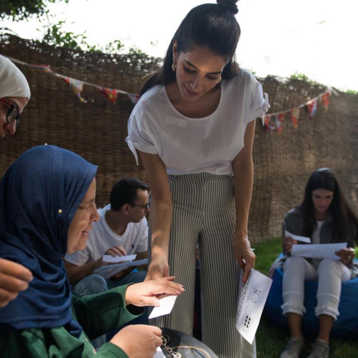 في تغطية حصرية: جيسيكا قهواتي تستعين بمصممين مصريين لجمع التبرعات لمؤسسة خيرية