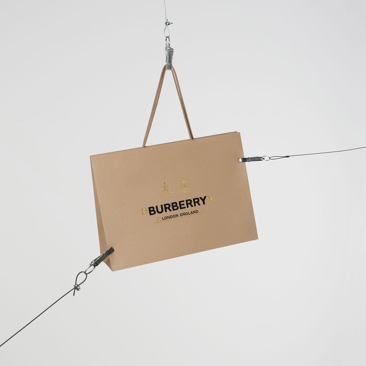 مباشر من لندن: عرض أزياء بربري الذي يقدمه ريكاردو تيسي