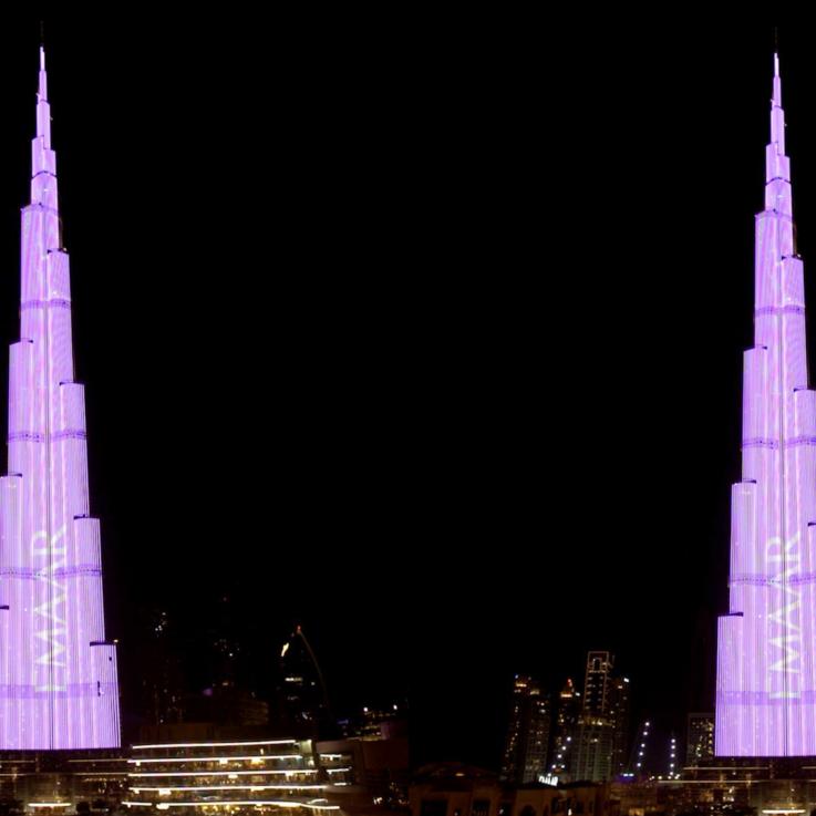 برج خليفة يسطع باللون الوردي في شهر أكتوبر