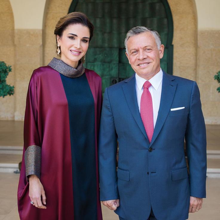 الملكة رانيا تهنّئ الملك عبد الله بعد أن أصبح أول شخصية عربية تتقلّد هذه الجائزة المرموقة