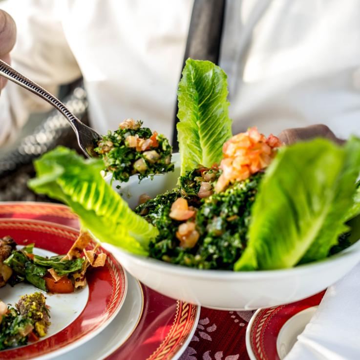 خيمة البحر.. حيث النكهة اللبنانية الأصيلة
