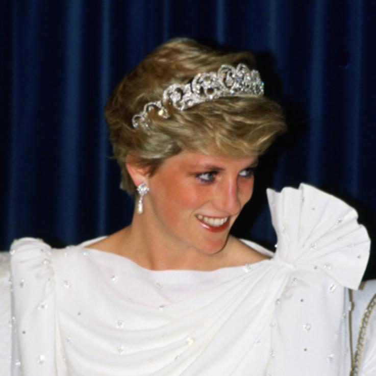 الثوب الذي ارتدته الأميرة ديانا خلال زيارتها إلى البحرين يُعرض للبيع  في مزاد علني لقاء مبلغ خيالي