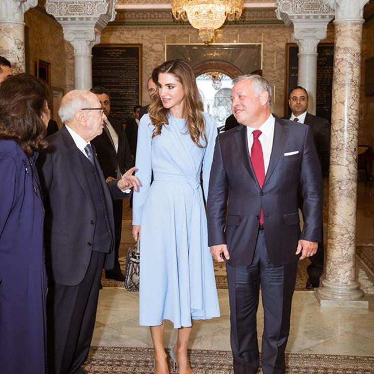بين تركيا وتونس.. الملكة رانيا تتألق بأناقتها
