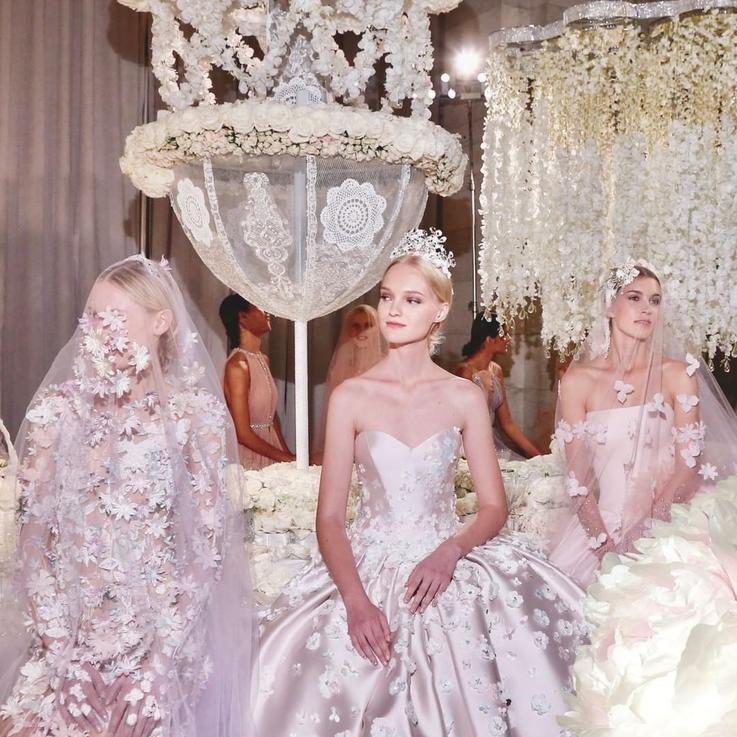 أنت على موعد لمشاهدة أجمل تصاميم فساتين العرائس من نيويورك