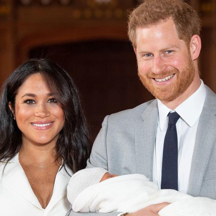 إليك الصور الأولى للطفل الملكي الجديد