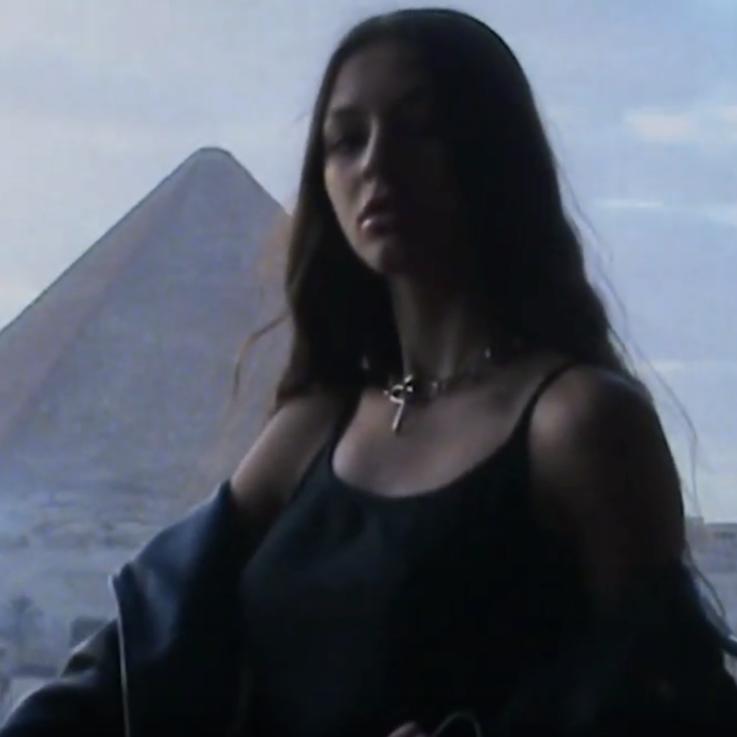 شاهدي بالفيديو أول وكالة لعارضات الأزياء في مصر