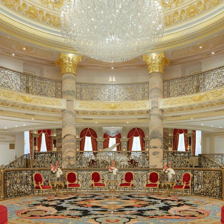 تجربة ملكية لا تنسى في فندق إميرالد بالاس كمبينسكي دبي