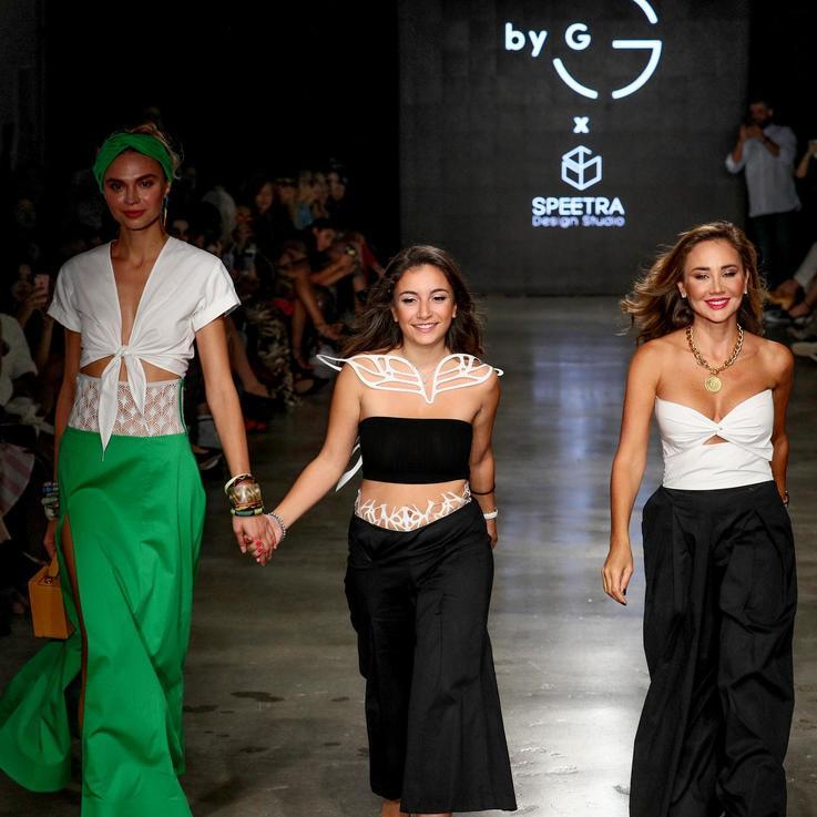 عرض أزياء مدونة الموضة غنى غندور في أسبوع نيويورك للموضة