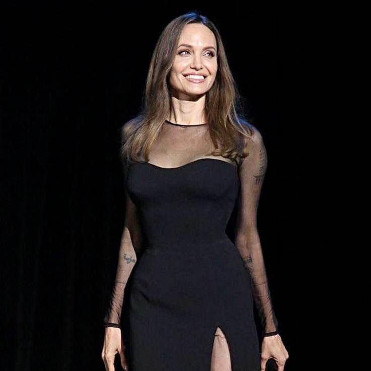 أنجلينا جولي شقراء في صور تم تسريبها من فيلمها الجديد