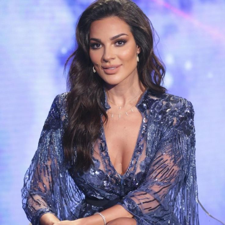 نادين نجيم والنجوم اللبنانيون يلتحقون بالتظاهرات...