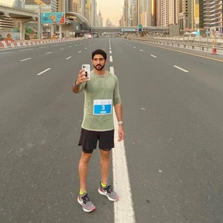 """الشيخ حمدان بن محمد.. يشارك في """"تحدي دبي للجري"""""""