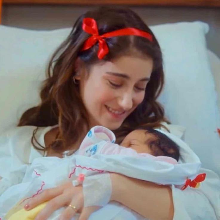 النجمة هازال كايا ترزق بطفلها الأول حسب بعض المصادر