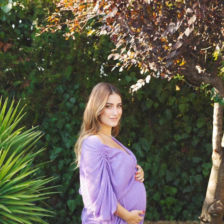 شاهدي: هازال كايا تنشر الصورة الأولى لمولودها الجديد