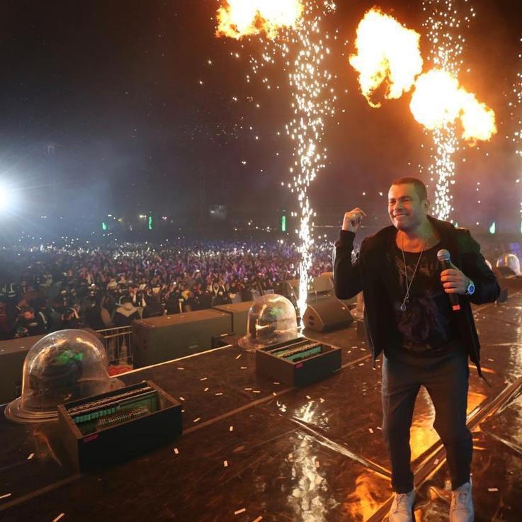"""عمرو دياب يختتم فعاليات مهرجان """"ميدل بيست"""" بحفل مليء بالمفاجآت"""