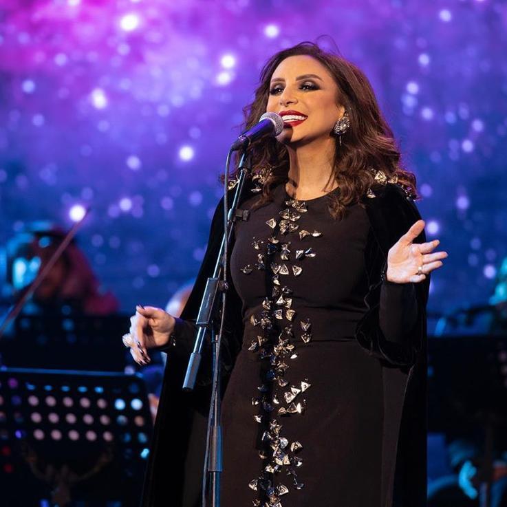 أنغام تحتفل بعيد ميلادها الثمانية والأربعين في القصيم