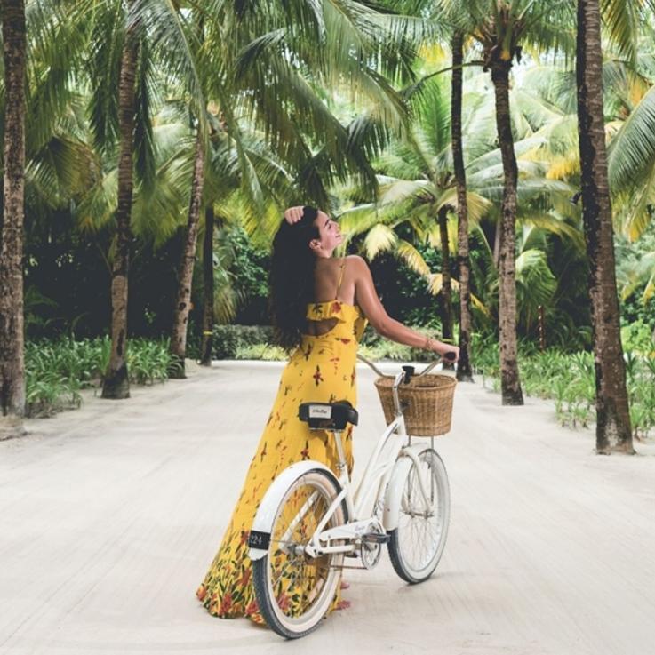 اذهبي مع ياسمين صبري في رحلة إلى جزر  المالديف في منتجع ريثي راه
