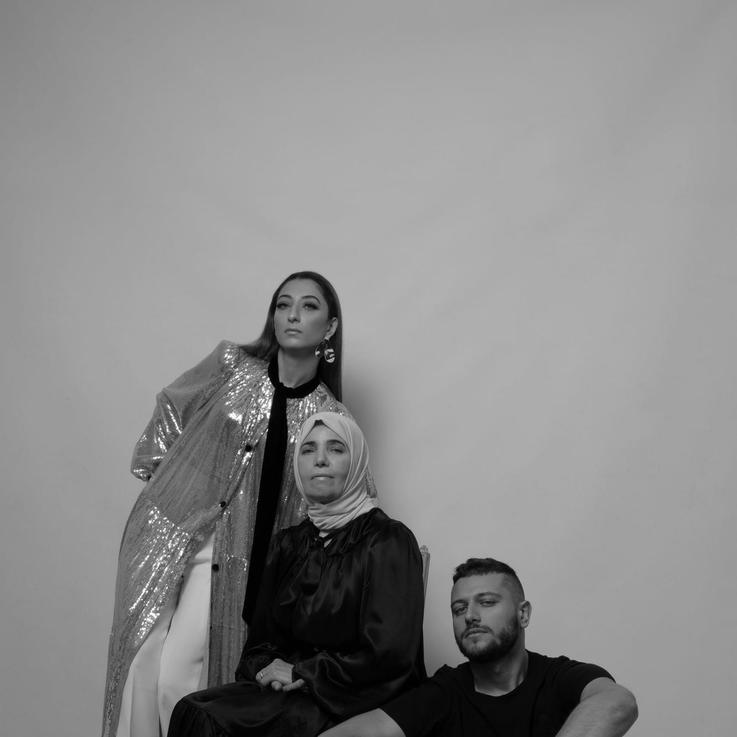 مصمم أزياء جزائري يجعل المرأة محور علامته بالكامل
