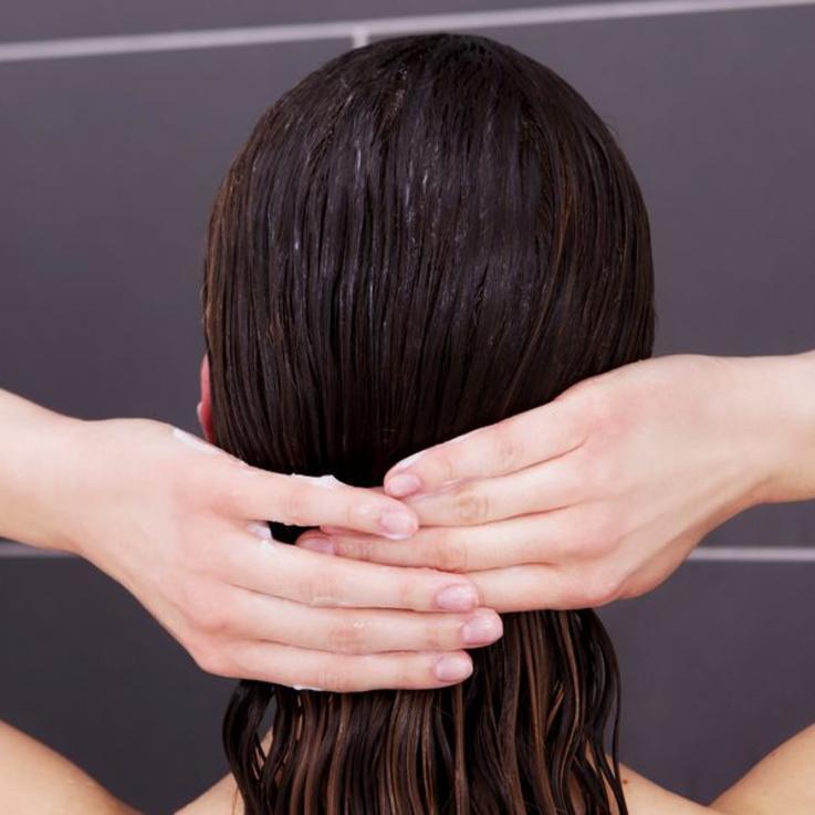 كم مرة يجب عليك أن تغسلي شعرك خلال الأسبوع ؟
