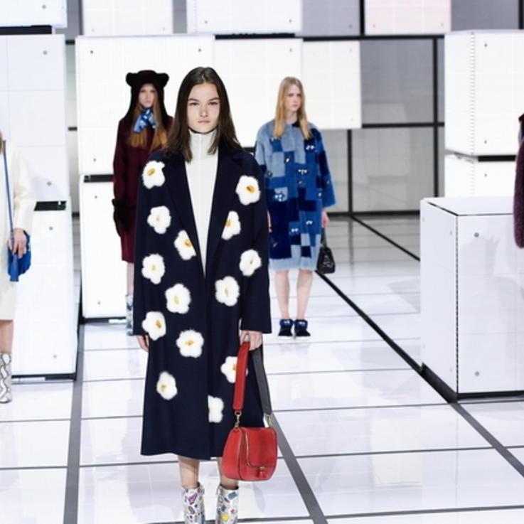 موعدك مع أسبوع الموضة في لندن افتراضياً على الإنترنت