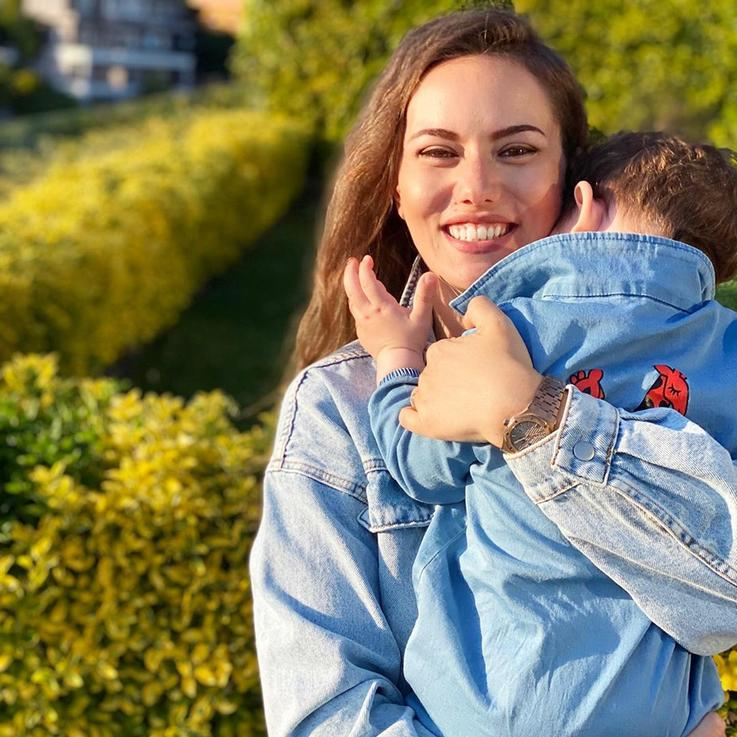 شاهدي أحدث الصور  التي نشرتها فهرية أفجان لطفلها