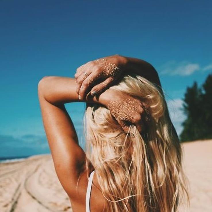 كيفية علاج بشرتك بعد الذهاب إلى البحر