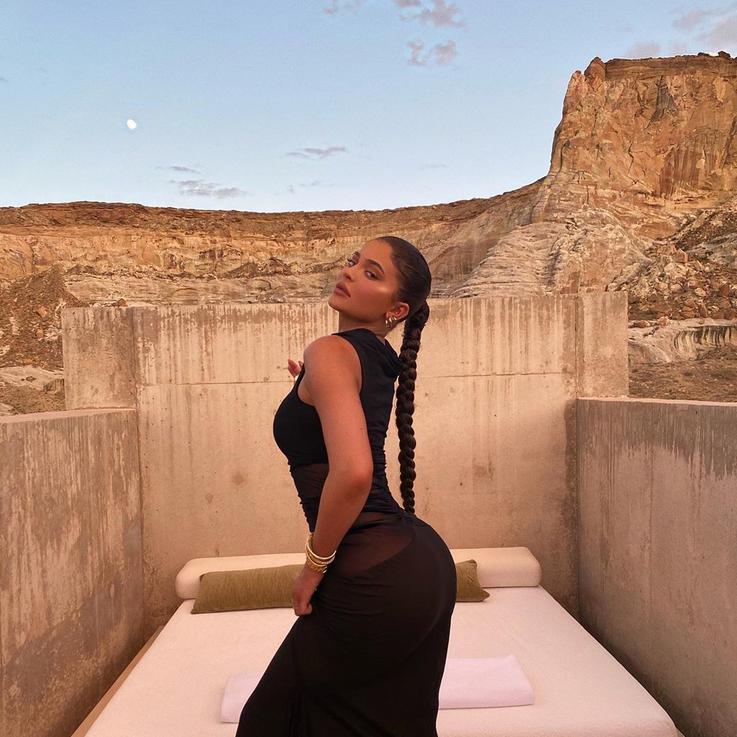 كايلي جينر تقضي صيفها في منتجع صحراوي فاخر... اعرفوا تفاصيله هنا