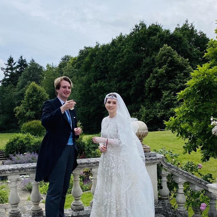 الأميرة راية بنت الحسين أخت ملك الأردن تتزوج من صحفي بريطاني في حفل زفاف بسيط