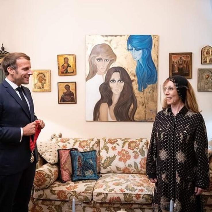 جارة القمر فيروز تطل على محبيها وتتقلد وسام جوقة الشرف من الرئيس الفرنسي