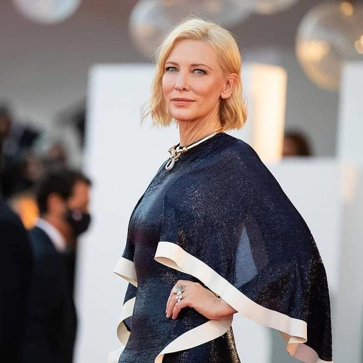 لهذا السبب تكرر كيت بلانشيت إطلالاتها على السجادة الحمراء في مهرجان البندقية السينمائي...