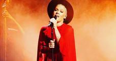 المغنية الأمريكية بينك تصاب بكورونا هي وإبنها الصغير