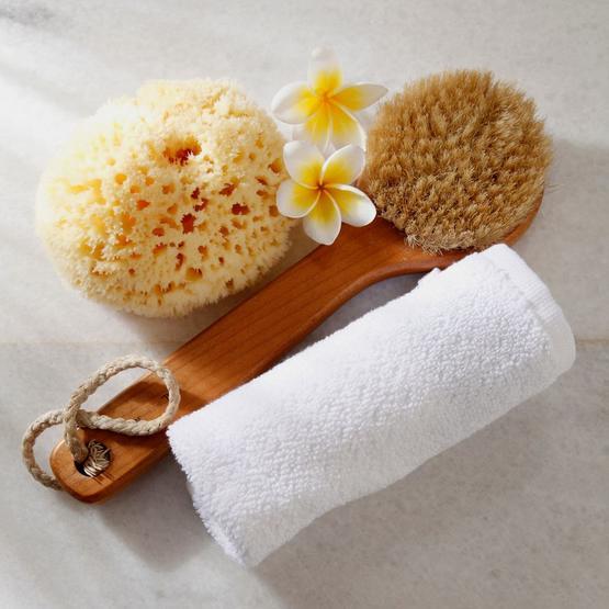 6 طرق سهلة يمكنك أن تحولي بها حمام منزلك إلى منتجعك الصحي الخاص