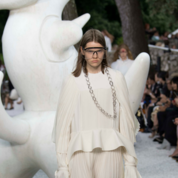 Louis-Vuitton-Cruise-'19-Look-02.png