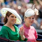 أجمل-قبعات-Trooping-the-color-(6).jpg